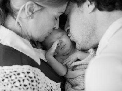 Zu Weihnachten eine Familie: Neugeborenenshooting